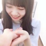あごのせ動画でキュートな笑顔を見せる齋藤飛鳥【『乃木撮』公式ツイッターより】