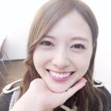 あごのせ動画でキュートな笑顔を見せる白石麻衣【『乃木撮』公式ツイッターより】