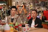 恋人の存在明かした濱田祐太郎(左)に岡村隆史は半信半疑 (C)カンテレ