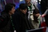 ラリーを観戦する東出昌大(中央)、森川葵(右)、羽住英一郎監督(左)(C)Naoki Kobayashi/CINQ
