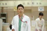 宮迫は朋(波瑠)の命を救った敏腕医師・松河森次を演じる(C)テレビ朝日
