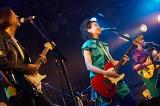 1stシングル「スーパーヒーローになりたい」を楽曲提供した高野寛と共演