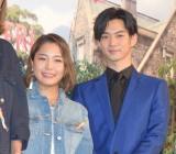 映画『ピーターラビット』のジャパンプレミアに出席した(左から)高梨沙羅選手、千葉雄大 (C)ORICON NewS inc.