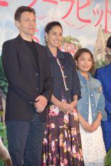 映画『ピーターラビット』のジャパンプレミアに出席した(左から)ウィル・グラック監督、森泉、高梨沙羅選手 (C)ORICON NewS inc.
