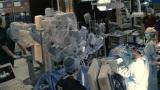 TBS系連続ドラマ「日曜劇場『ブラックペアン』」に登場する最新鋭の手術支援ロボット・ダビンチ(C)TBS