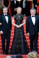 ジョルジオ アルマーニのドレスを着まわし(Photo by SGP)