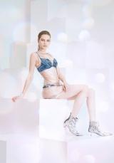 Ravijourの夏カタログ『BEAUTY SHINES BRIGHT(ビューティー・シャインズ・ブライト)』モデル/ANABEL KRASNOTSVETOVA