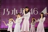 乃木坂46、20thシングル「シンクロニシティ」発売記念 全国握手会ライブの模様
