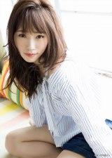 『ヤングマガジン』第24号の表紙を飾った川栄李奈 (C)西田幸樹/ヤングマガジン