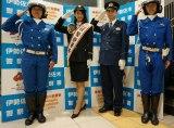 伊勢佐木警察署の一日警察署長を務めた田中道子(左から2人目)