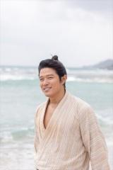 大河ドラマ『西郷どん』で長期・奄美ロケを満喫した鈴木亮平(C)NHK