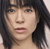 宇多田ヒカルの7thアルバム『初恋』ジャケット写真解禁