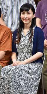 舞台『市ヶ尾の坂—伝説の虹の三兄弟—』初日前会見に出席した麻生久美子