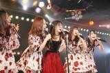 田野優花(中央)の卒業セレモニーに同期の12期生が集結(C)AKS