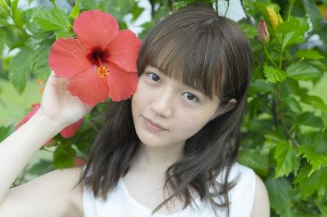 1st写真集を発売する声優の尾崎由香 (C)講談社