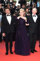 『第71回カンヌ国際映画祭』で特別上映された映画『ハン・ソロ/スター・ウォーズ・ストーリー』(左から)オールデン・エアエンライク、エミリア・クラークとロン・ハワード監督