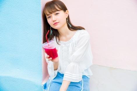 『けものフレンズ』のサーバル役でブレイクした声優・尾崎由香がソロデビュー