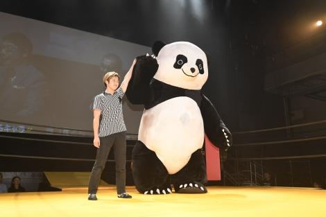 映画『ランペイジ 巨獣大乱闘』(5月18日公開)の試写会でゆるキャラたちが大乱闘。優勝したのはアンドレザ・ジャイアントパンダ