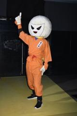 映画『ランペイジ 巨獣大乱闘』(5月18日公開)の試写会でゆるキャラたちが大乱闘=フルーツ忍者ハルナ 梨之助