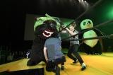 映画『ランペイジ 巨獣大乱闘』(5月18日公開)の試写会でゆるキャラたちが大乱闘=メロン熊