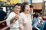 19日放送のフジテレビ系オトナの土ドラ『いつまでも白い羽根』に出演する柳沢慎吾、中島唱子 (C)東海テレビ
