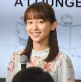 『A'LOUNGE TBSアナウンサーがデザインする朗読』に出演した出水麻衣アナウンサー