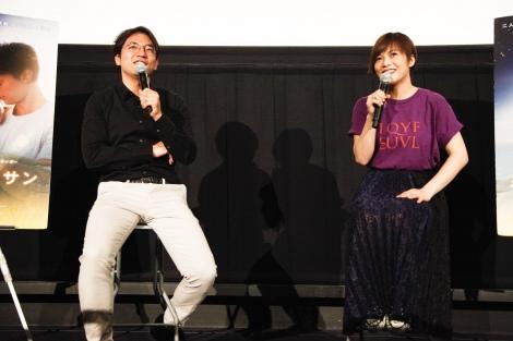 映画『ミッドナイト・サン 〜タイヨウのうた〜』公開記念で対談した(左から)小泉徳宏監督、yui