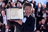 『第71回カンヌ国際映画祭』で最高賞パルムドールを受賞した是枝裕和監督(C)2018フジテレビジョン ギャガ AOI Pro.