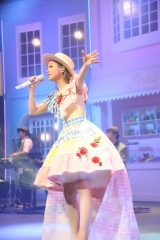 西野カナがデビュー10周年記念の全国ホールツアー『LOVE it Tour』をスタート
