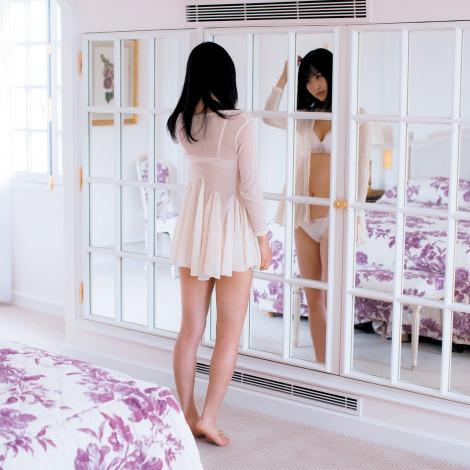 サムネイル 『anan』5月23日発売号でランジェリーカットを公開する欅坂46・菅井友香 (C)マガジンハウス