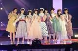 【GirlsAward】西野七瀬、水玉リボン&スカートで登場 齋藤飛鳥は薄ピンクワンピ