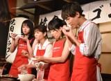 メニュー当てのために試食する様子=映画『焼肉ドラゴン』のタイアップ店オープン記念イベント (C)ORICON NewS inc.