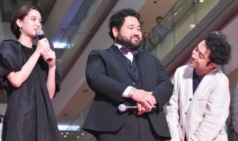 (左から)山崎紘菜、勝矢、ムロツヨシ=映画『50回目のファーストキス』レッドカーペットセレモニー (C)ORICON NewS inc.