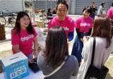 大阪・ABCテレビの情報番組『おはよう朝日です』5月20日にレトロヂで行った募金活動の様子(C)ABC