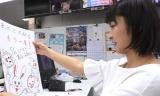 大阪・ABCテレビの情報番組『おはよう朝日です』ポスターデザインを描いた川添佳穂のアナ(5月10日放送VTRより)(C)ABC