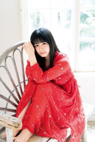 サムネイル 『週刊ヤングジャンプ』25号に登場する欅坂46・長濱ねる (C)Takeo Dec./集英社