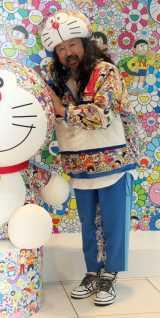 全身コラボ衣装に身を包んだ村上隆氏=『ドラえもん UT』発売記念の取材会&サイン会 (C)ORICON NewS inc.
