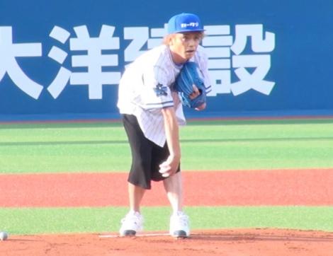 横浜DeNAベイスターズ対中日ドラゴンズ戦で2年連続となる始球式を務めた諸星和己 (C)ORICON NewS inc.