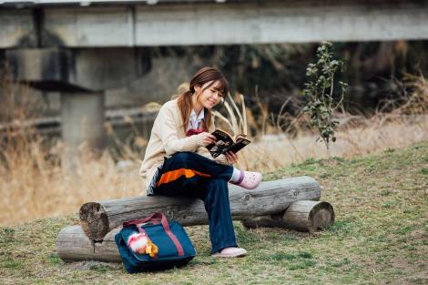 ドラマ『会社は学校じゃねぇんだよ』で女子高生時代の制服姿を披露するAAA・宇野実彩子 (C)AbemaTV