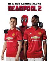 『デッドプール2』とマンチェスター・ユナイテッド FCのコラボが実現。(左から)アレクシス・サンチェス、デッドプール、ポール・ポグバ (C)2018Twentieth Century Fox Film Corporation