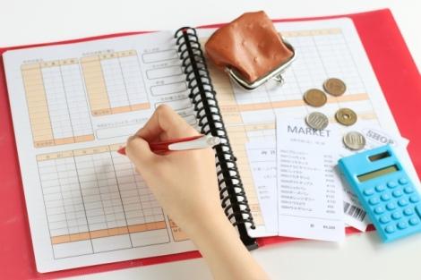 結婚後に共通の財布にするか、別々にするかでお金の貯まりやすさは変わるのだろうか(画像はイメージ)