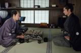 5月27日放送、大河ドラマ『西郷どん』第20回「正助の黒い石」より。久光(青木崇高)に、あることを進言する正助(瑛太)(C)NHK