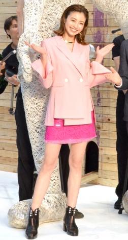 サムネイル 素肌にジャケットの個性派ファッションを披露した片瀬那奈(C)ORICON NewS inc.