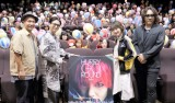 (左から)石川智徹監督、矢本悠馬、生駒里奈、I.N.A. 映画『HURRY GO ROUND』全国公開中 配給:KADOKAWA (C)2018 「HURRY GO ROUND」製作委員会
