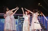 指原莉乃、宮脇咲良、田島芽瑠、朝長美桜の4人で「2018年の橋」を初披露(C)AKS