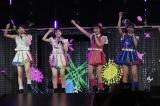 (左から)松岡はな、矢吹奈子、田島芽瑠、山下エミリーからなるF24は「ファンミーティング」を披露(C)AKS