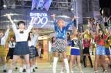 6月1日のTBS系『有吉ジャポン』で青山テルマがギャルサーに向けた新曲を発表 (C)TBS