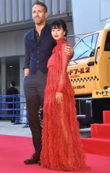 映画『デッドプール2』スペシャルイベントに出席した(左から)ライアン・レイノルズ、忽那汐里 (C)ORICON NewS inc.