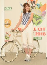 自転車トークに花を咲かせる稲村亜美 (C)ORICON NewS inc.