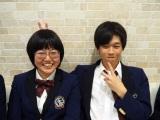 テレビ東京『青春高校3年C組』5月30日は歌のテストを実施します(左から)おばちゃん(宇都木彩乃)、黒田照龍 (C)ORICON NewS inc.